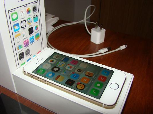 Apple iPhone 5s 32GB Gold Factory UnlockedSmartphone