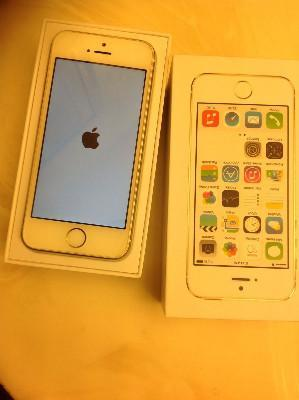 New IN BOX Apple iPhone 5s - 64GB - Gold ( FACTORY