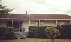 3 bedroom house with 1 bathroom.Rent includes power and internet. Tidy (in common areas), and considerate flatmate wanted for three bedroom flat on the edge of Gower Park in Melville. Unfurnished double room with integral wardrobe. Willing to furnish for